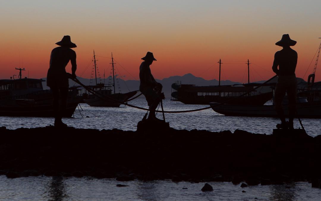 A herança dos pescadores e os passeios pela orla